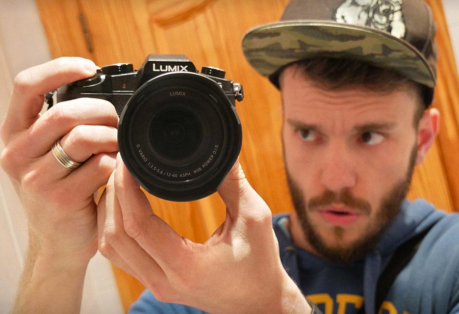 Brancoala com câmera de vídeo