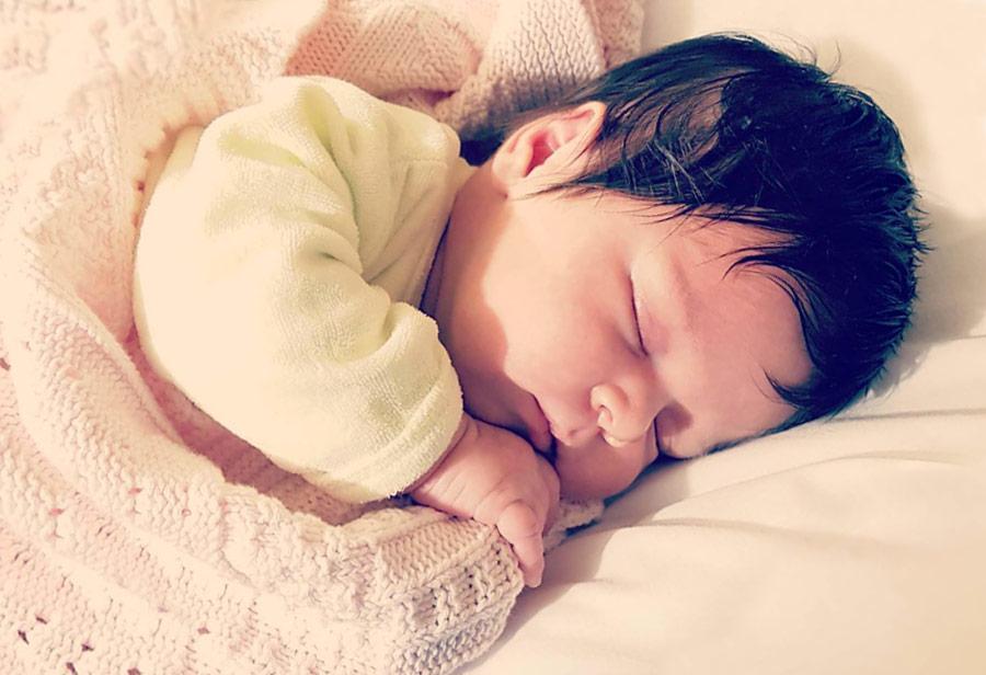 Bebê Laura Dormindo